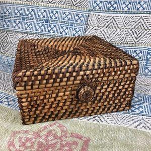 Wicker boho storage decorative box with hinged lid